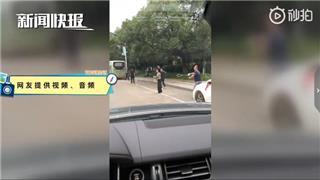 【百姓汇-第11期:龙港横跨公路打球何时休】